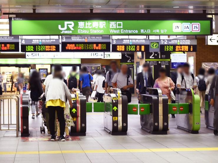 JR恵比寿駅西口改札前